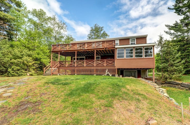 Lakefront cabin w/ lake views, private dock & entertainment. Great for families!