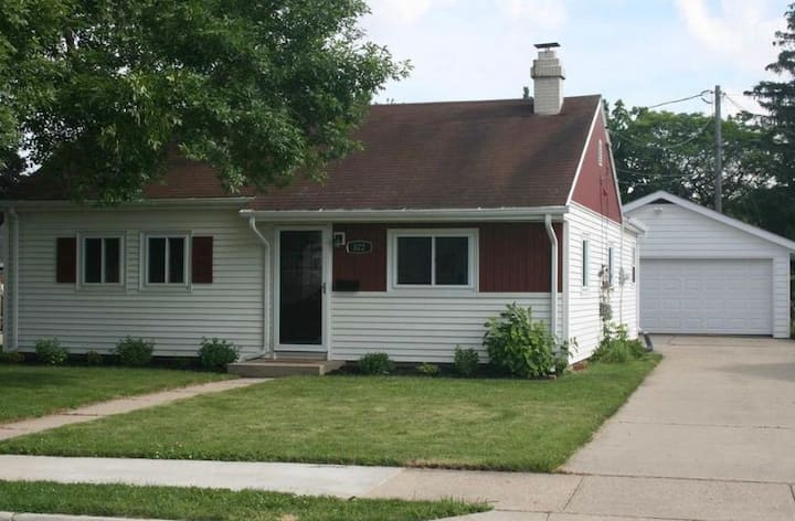 Cozy home close to downtown Neenah