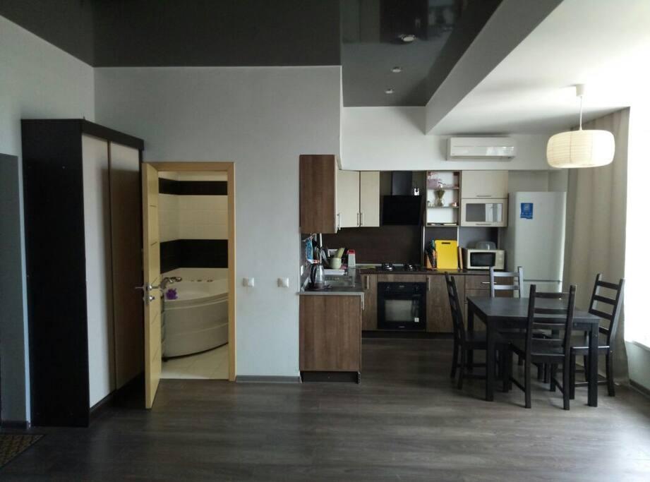 Вид на кухню и ванную