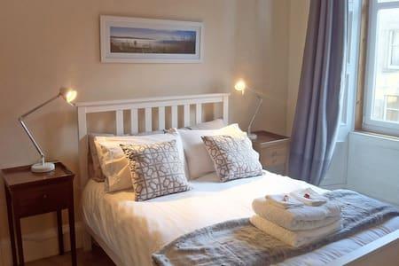 Spacious Double Room. Easy access – City & Airport - Edinburgh - Apartmen