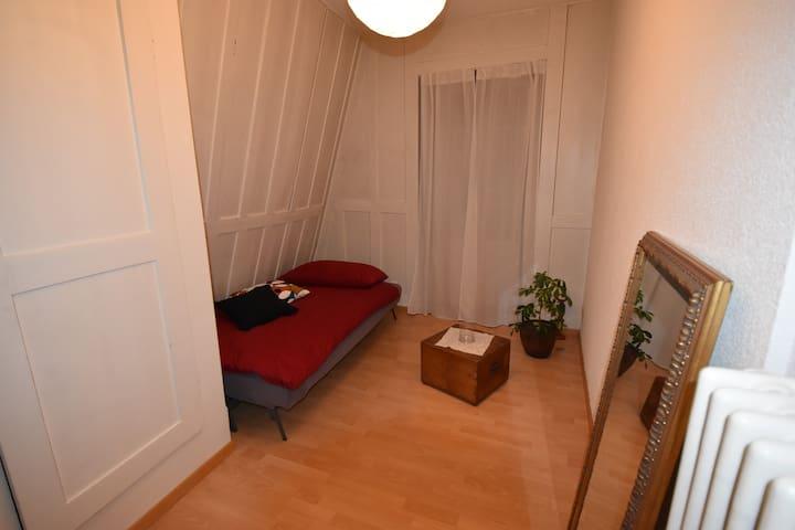 Charmantes Zimmer am Bielersee - Twann-Tüscherz - Byt