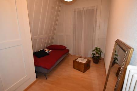 Charmantes Zimmer am Bielersee - Apartamento