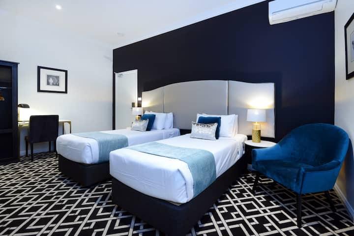 High Cross Park Lodge - Twin / King Room