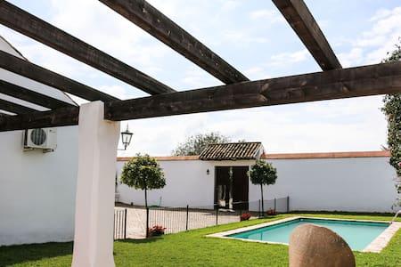 Casa La cigüeña, con piscina y wifi - Écija