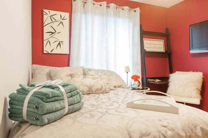 Trendy but cozy private bdrm & bath - Bronx - Wohnung