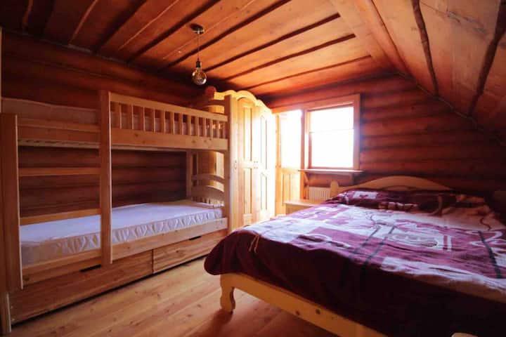4-х місні кімнати в дерев'яному котеджі