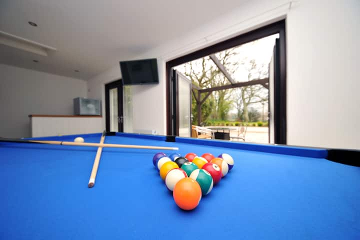 Luxury Holiday home with pool table & games room