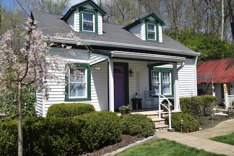 Days End Cottage- peaceful, charming & clean