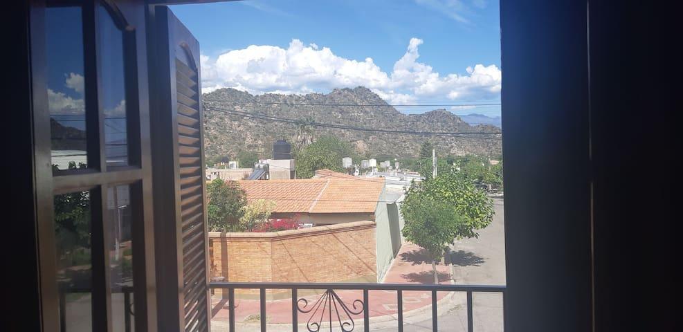 Mi casita, tu hogar. Con vista a las montañas