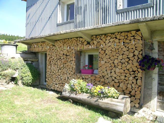 Les Prés Volants Guest House - Les Bouchoux - Gæstehus