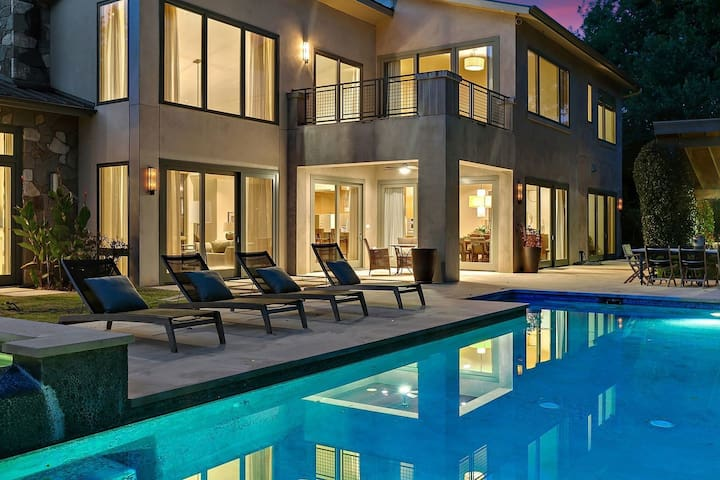 THE ABOVE CONTEMPORARY ON LAKE AUSTIN
