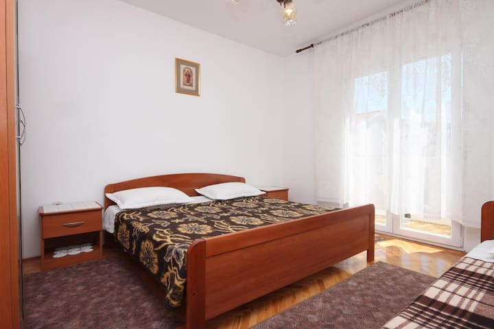 Room near beach Metajna (Pag) (S-6378-f)
