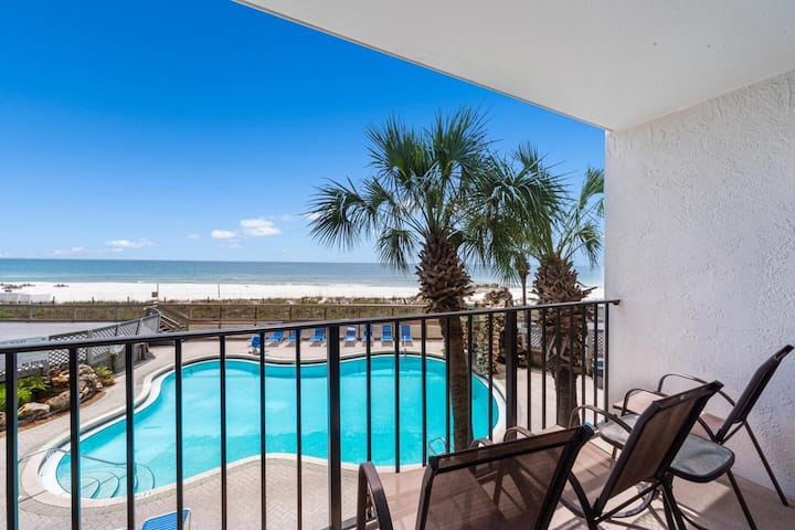 New Listing! Low floor beachfront condo overlooking the Tower 2 pool. Free WiFi!