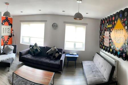 Stylish & Luxurious One Bedroom Apartment