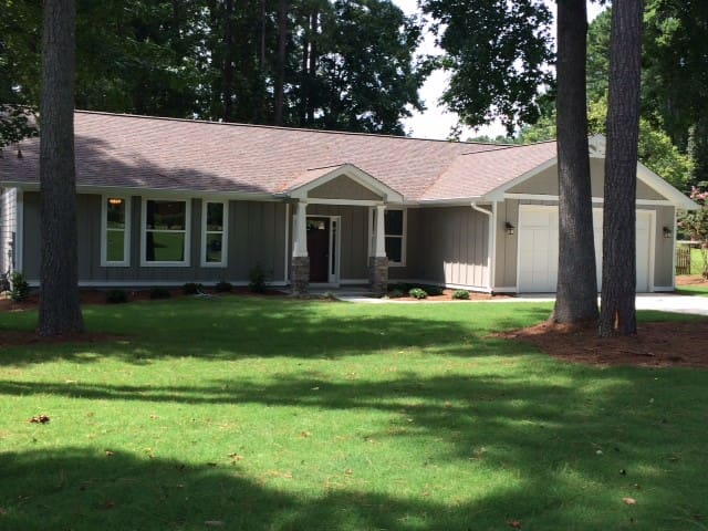 Stylish, new, open. 1 of a kind! - Peachtree City - House