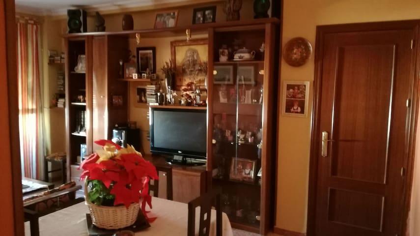 Se alquila habitación en La Rinconada - La Rinconada, Andalucía, ES - Byt