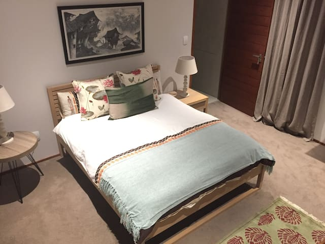 Private guest bedroom suite - Randburg - Haus