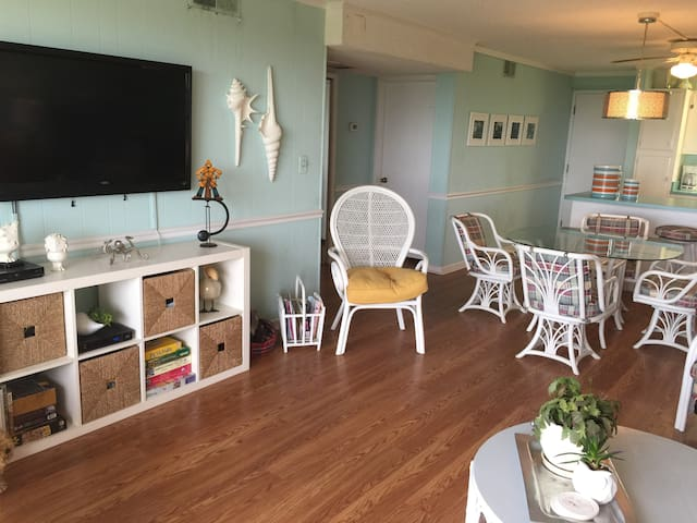 Ocean front condo with pool - Atlantic Beach - Apartamento