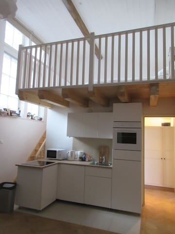 Studio converted from old school in town centre - Pons - Appartement