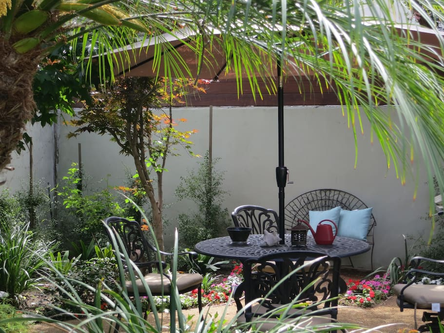 Private outdoor space/dining
