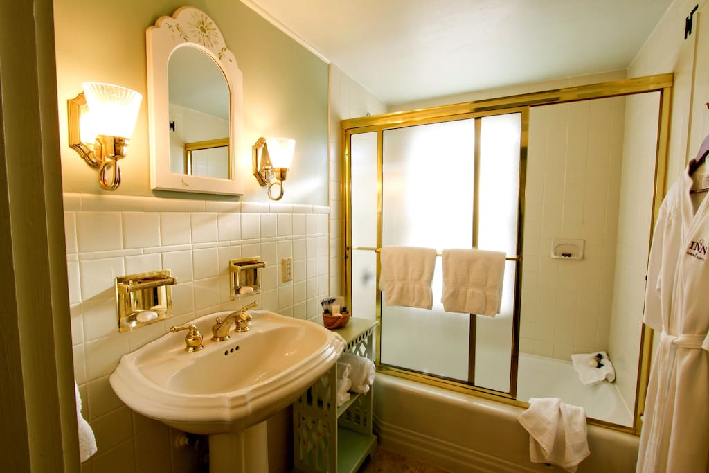 Hallstead Room Bath
