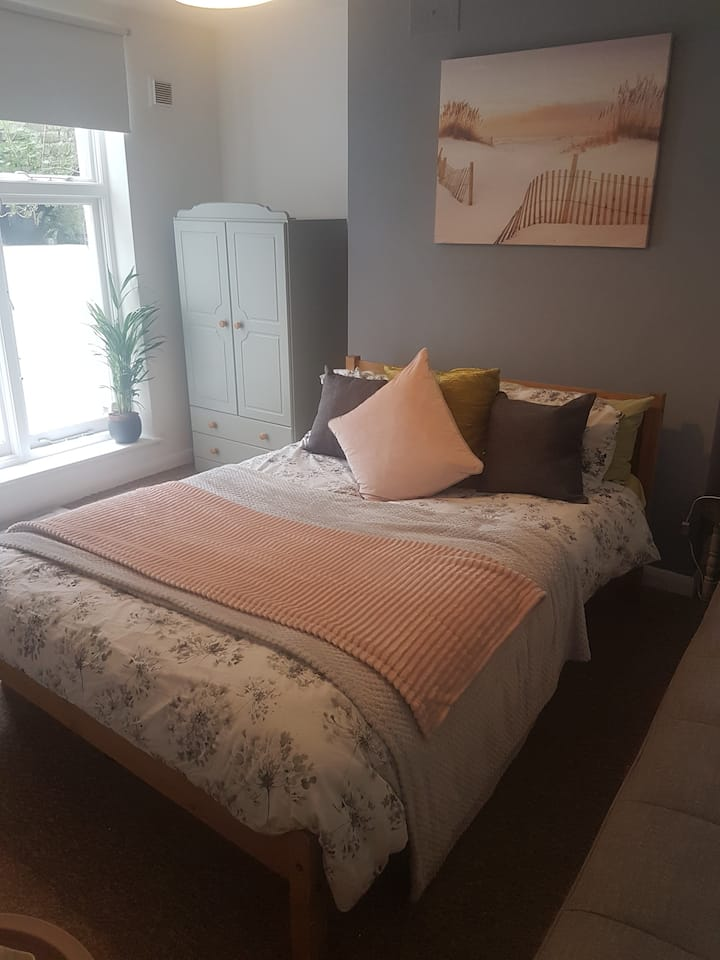 Friendly double room in Hove Actually