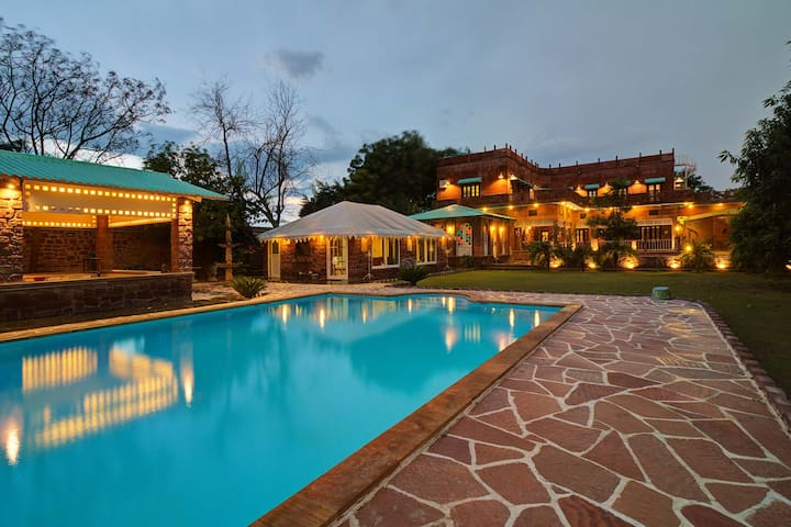 Oasis of Serenity-6BR w/Pool+Home Theatre+Garden🌟