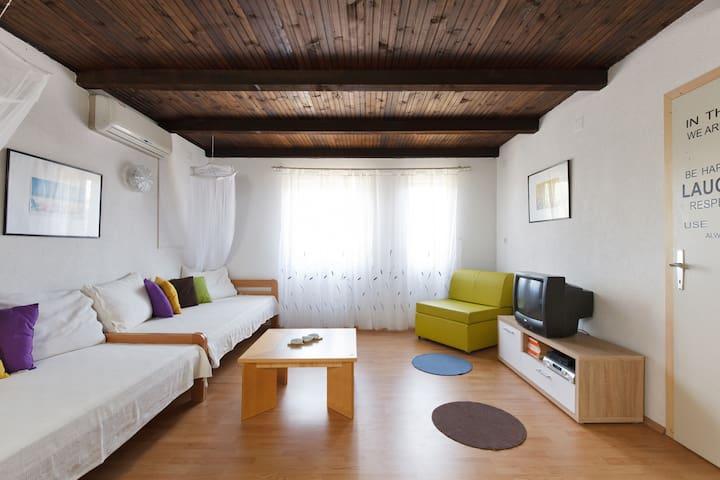 Airbnb Croatia - Split Solta Island - Rogač - Flat