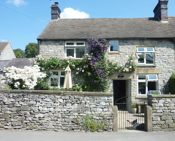 Honeysuckle Cottage, Great Longstone