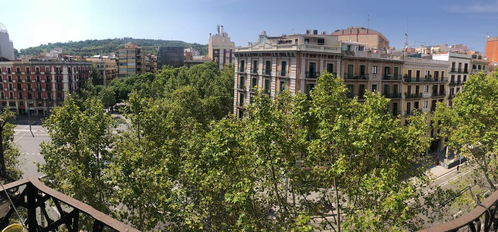 Centric Double Room with Balcony views to Montjuic