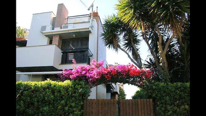 Nydelig hus med god beliggenhet,hage og takterasse