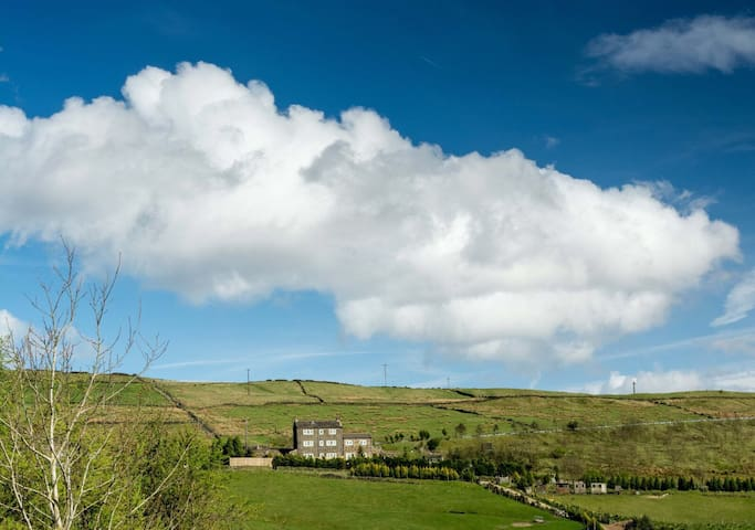 Lodge with driveway parking and stunning views