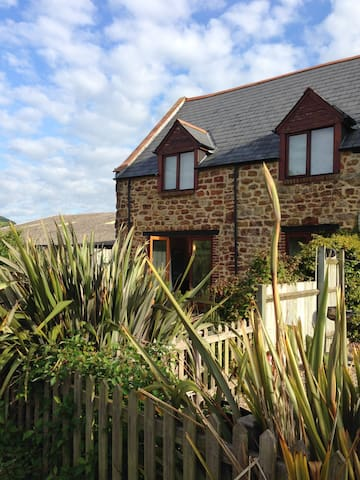 Rowan Barn, Jurassic Coastal farm cottage