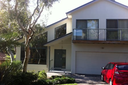 outskirts of Sydney, bush and beach - Heathcote - Pousada