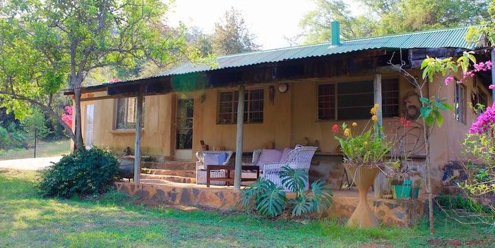 Khaya Mandevu - a quaint cottage in the mountains