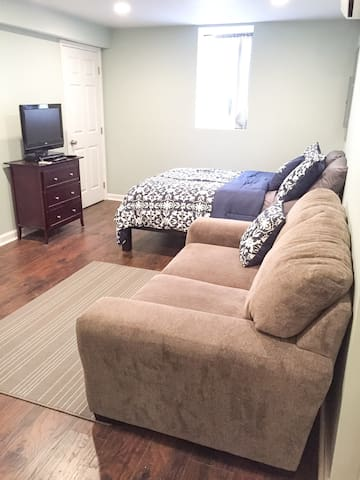 New Basement Apartment Convenient for D.C. & NOVA - Falls Church - Apartment