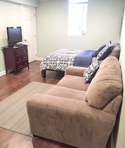 New Basement Apartment Convenient for D.C. & NOVA - Falls Church