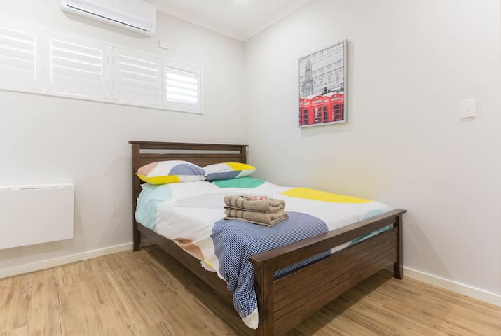 Vic Park Self Contained Room - East Victoria Park - Bed & Breakfast