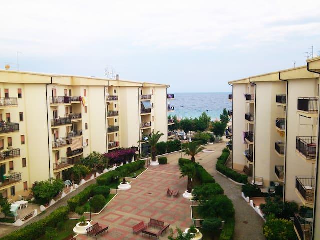 Calabria: fronte mare delizioso appartamento.