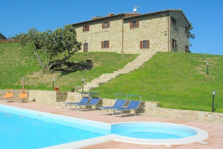 Impresionante villa en Apecchio con jacuzzi