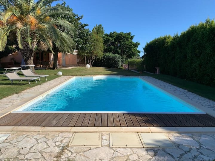 Villa Eleonora close to the Beach with Wi-Fi, Garden, Terraces & Pool; Parking Available