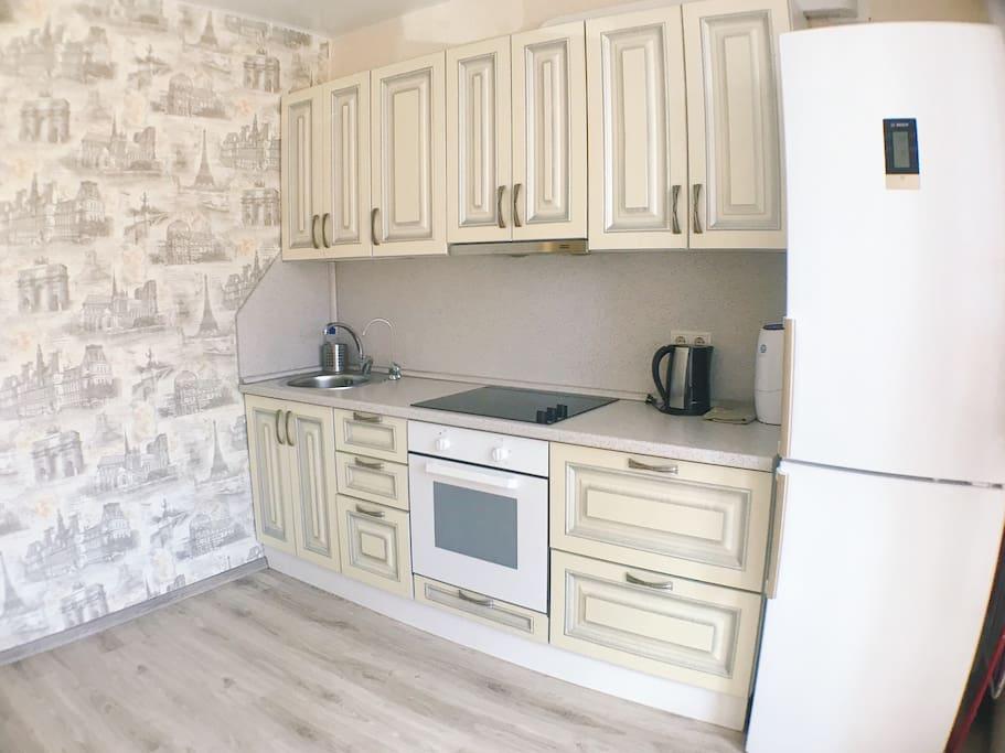 Кухня, холодильник