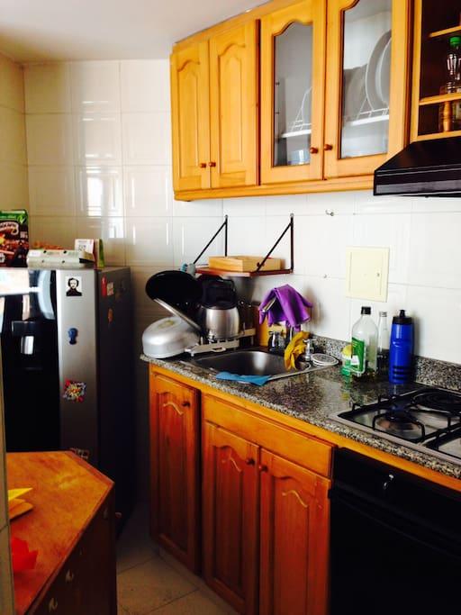 La cocina. ¡Platos recién lavados!