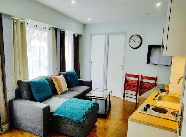 New apartment for 5 people in the center of Paris