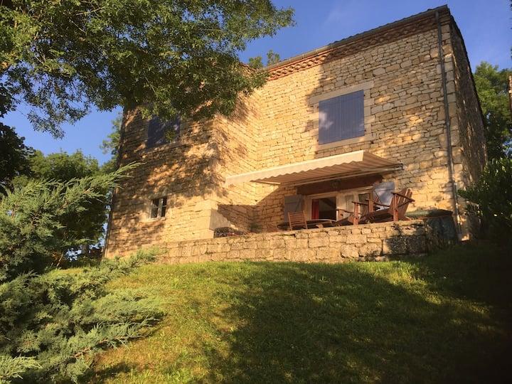Belle maison en pierre avec piscine proche Albi