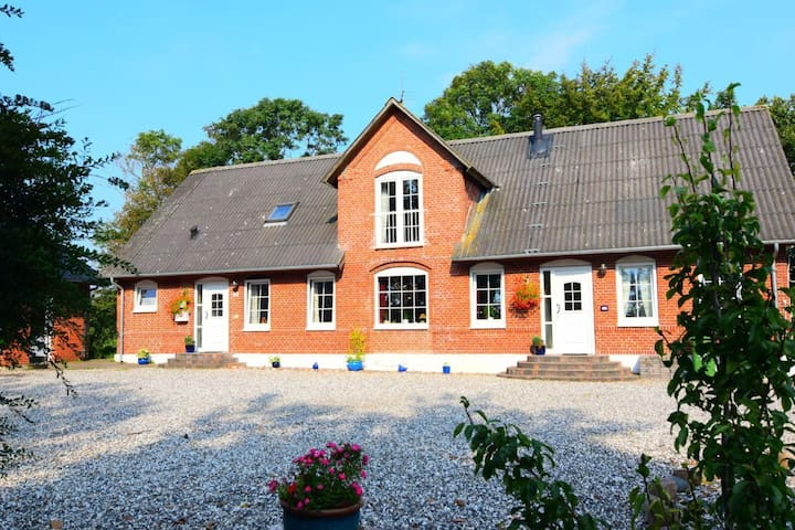 Cozy apartment near the North Sea, ideal for relaxation and environment excursions - incl. heating, German landlords