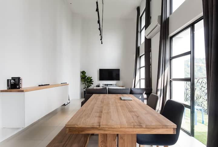 Modern Duplex @ Empire City - 100Mbps with Netflix