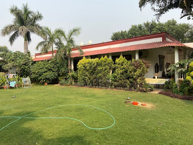 Shean Family Green Farm Delhi-Ghitorni 6 PrivateRm