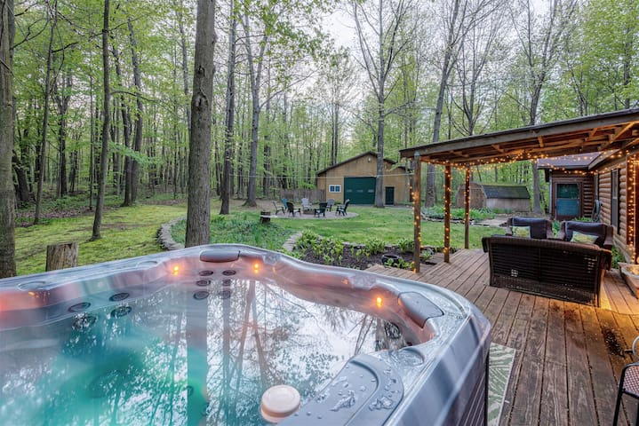 The Whole Shebang: Secluded Retreat with Hot Tub, Fire Pit & Game Room Only Minutes to Town, Wineries, and the Waterfront