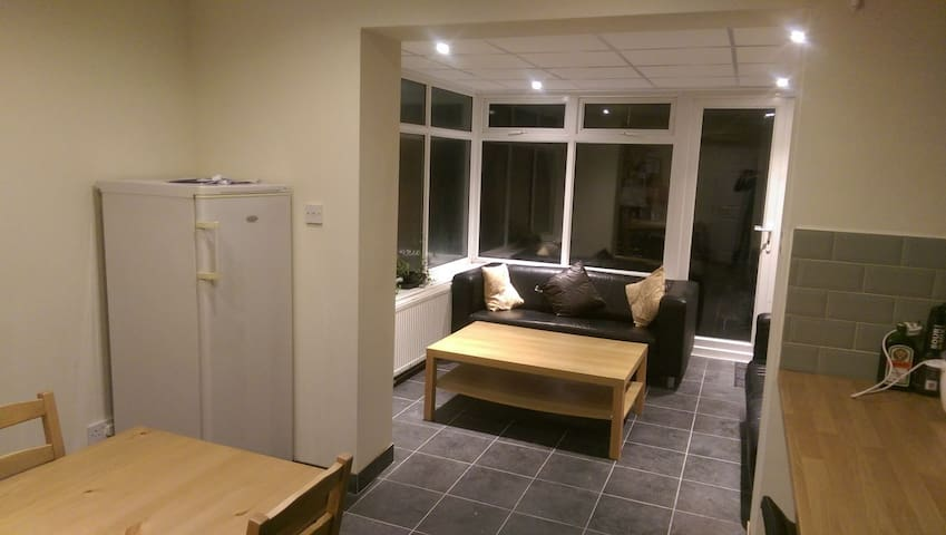 5* En-Suite Double Room central Telford TF3 2DH - Telford and Wrekin - Ház